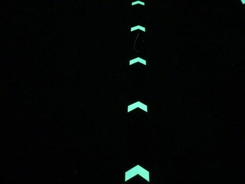 Leuchtpfeile - Nachtansicht -